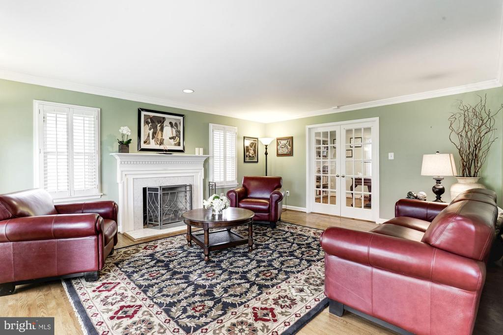 Living room with wood burning fireplace - 13701 ESWORTHY RD, GERMANTOWN