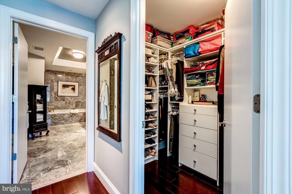 Owners Suite dressing - 1881 N NASH ST #1503, ARLINGTON