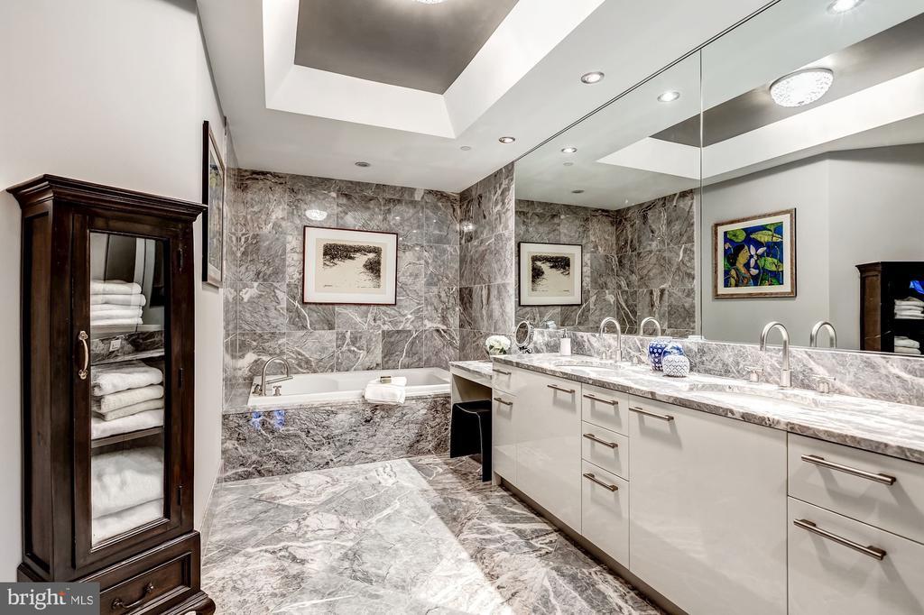 Owners Bathroom - 1881 N NASH ST #1503, ARLINGTON