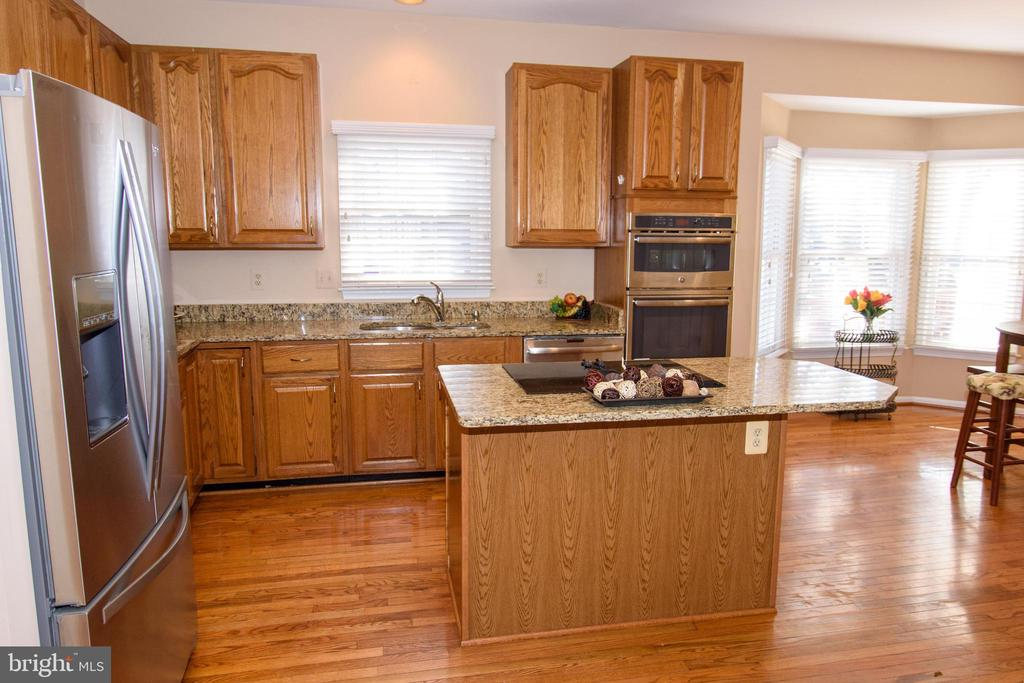 Kitchen with granite counters and hardwood floors - 47400 GALLION FOREST CT, STERLING