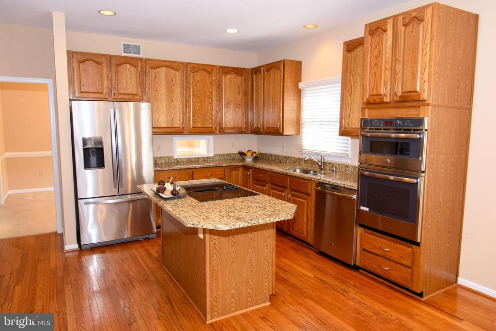 Open  kitchen with stainless steel appliances - 47400 GALLION FOREST CT, STERLING