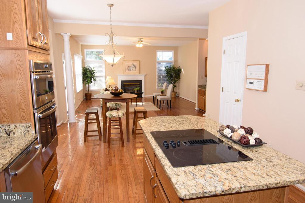 Kitchen leads to family room - 47400 GALLION FOREST CT, STERLING