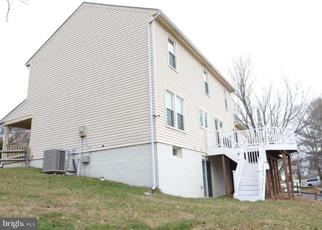 View of the back of the home - 20405 PERIDOT LN, GERMANTOWN