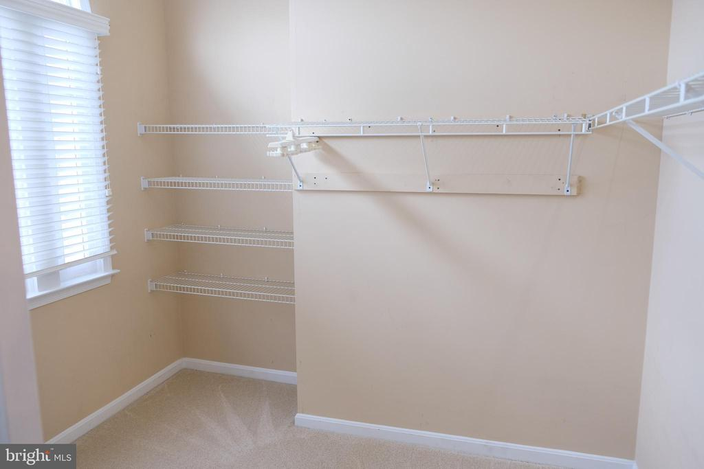 Master walk in closet - 47400 GALLION FOREST CT, STERLING