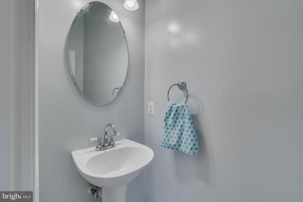 Main Level 1/2 Bathroom - 2573 SYLVAN MOOR LN, WOODBRIDGE