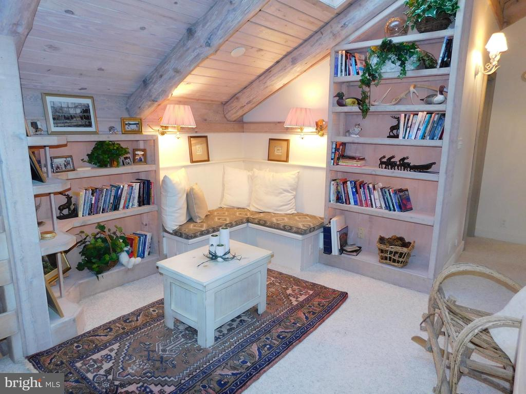 Enjoy a book, a story or a cup of coffee here! - 11713 WAYNE LN, BUMPASS