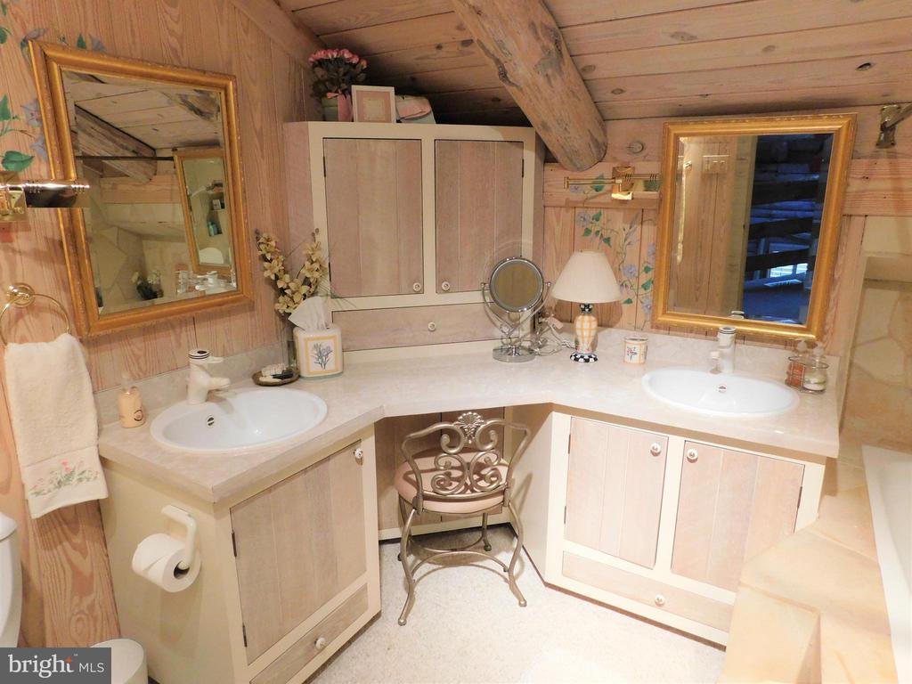 Full Bathroom for Bedroom #4 and/or loft - 11713 WAYNE LN, BUMPASS