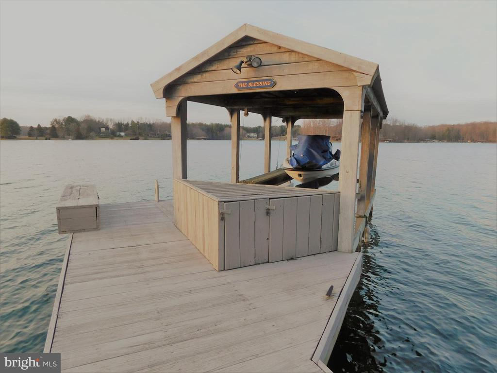 Jet-Ski Boathouse - 11713 WAYNE LN, BUMPASS