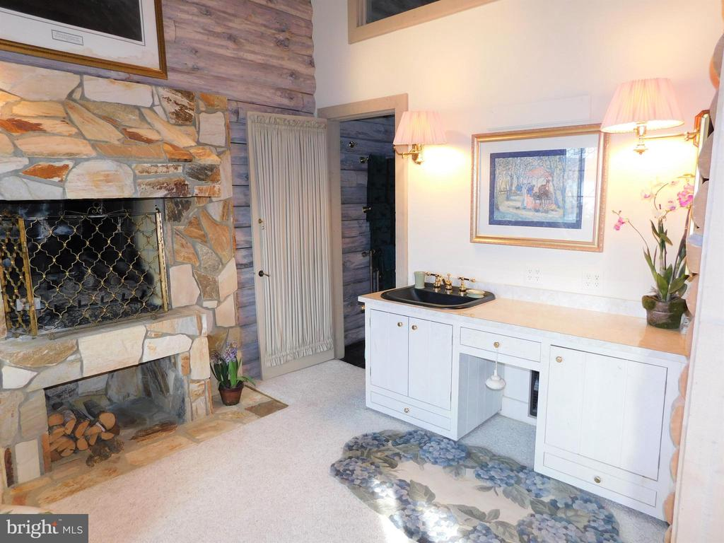 Master Bedroom Sitting Room Vanity Area - 11713 WAYNE LN, BUMPASS