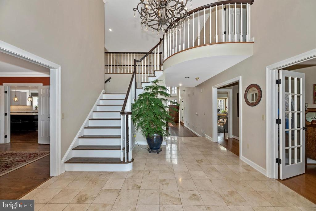 Spacious front formal entrance - 5218 MUIRFIELD DR, IJAMSVILLE