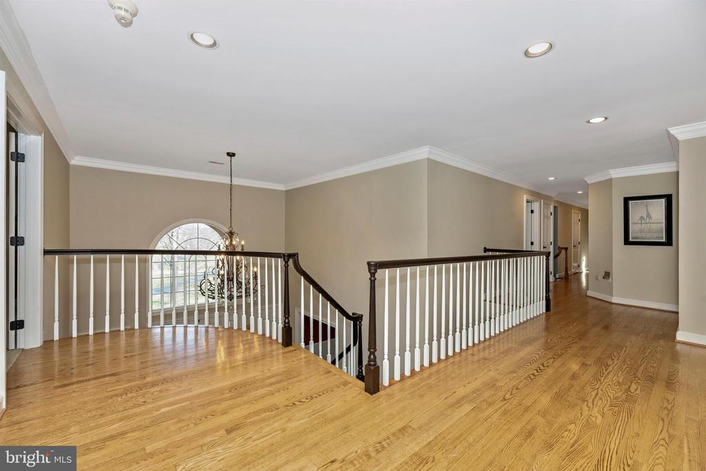 Glistening hardwoods and updated railings - 5218 MUIRFIELD DR, IJAMSVILLE