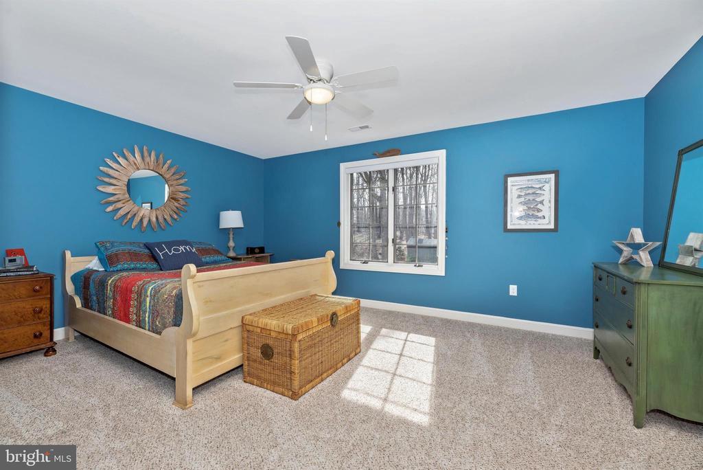 Bright large hall bedroom - 5218 MUIRFIELD DR, IJAMSVILLE