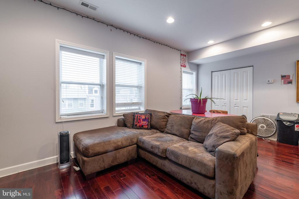Unit 2: Living Room - 725 HOBART PL NW, WASHINGTON