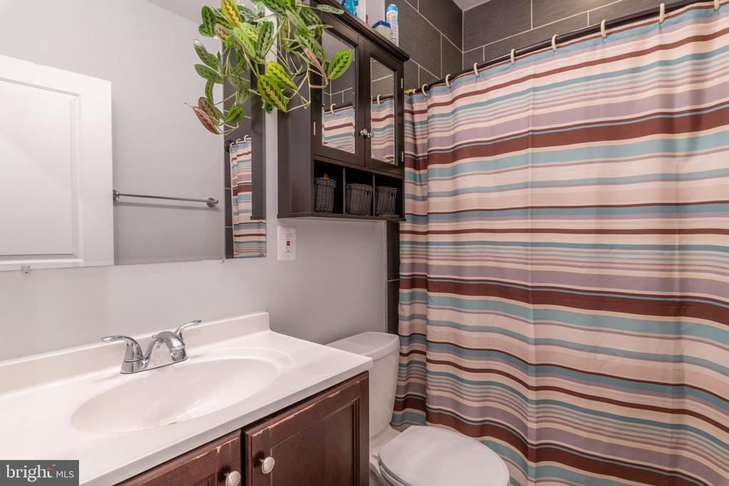 Unit 3: Bathroom 1 - 725 HOBART PL NW, WASHINGTON