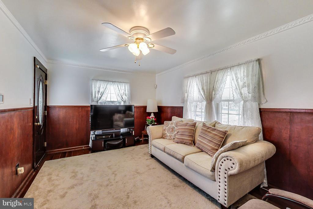 Living Room - 3404 WEBSTER ST, BRENTWOOD