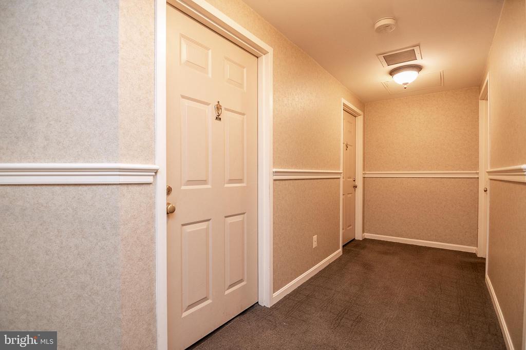 Hallway outside unit - 5934 COVE LANDING RD #301C, BURKE