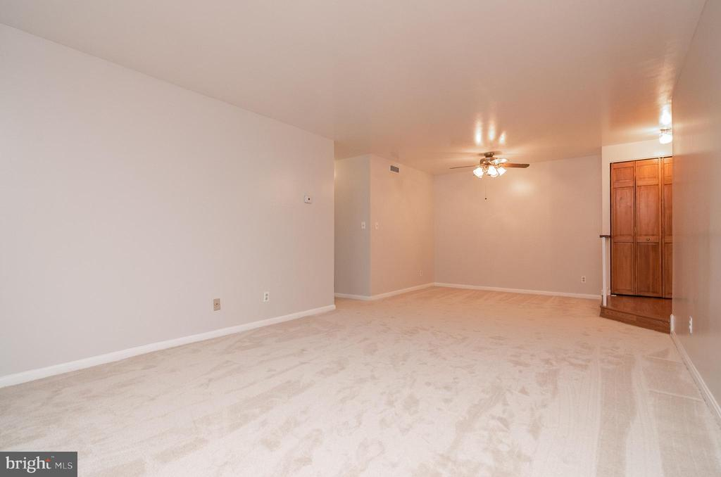 Living Room & dining room area - 5934 COVE LANDING RD #301C, BURKE