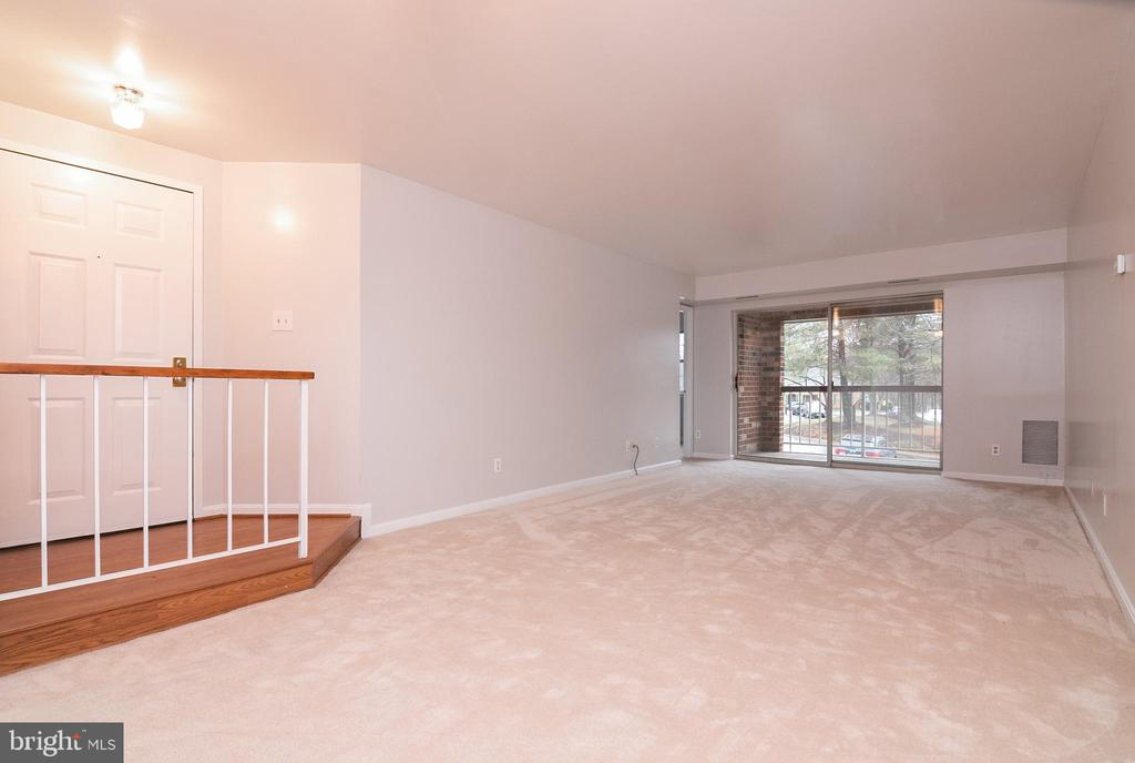 View of Living room & dining area - 5934 COVE LANDING RD #301C, BURKE