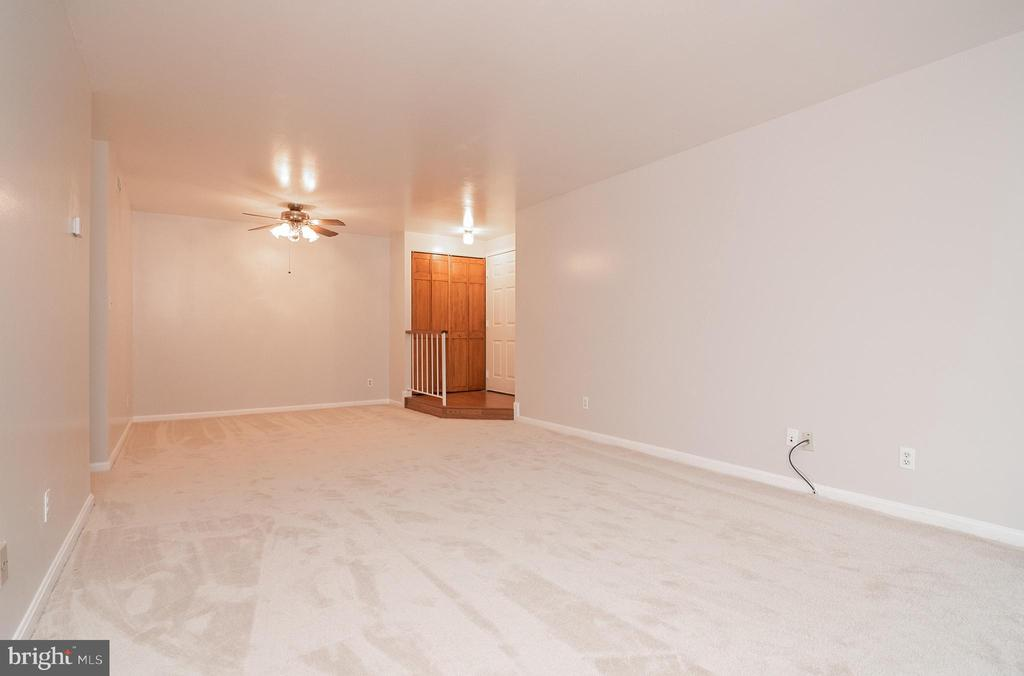 View of dining and living room area - 5934 COVE LANDING RD #301C, BURKE