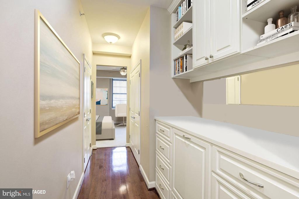 Hallway to MBD with Fantastic built-ins - 1830 FOUNTAIN DR #502, RESTON