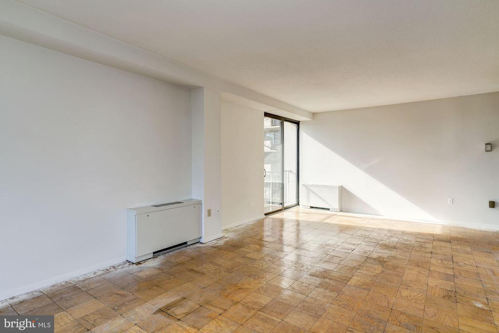 Living Room - 4141 HENDERSON RD #324, ARLINGTON