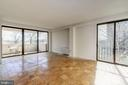 Spacious and bright Living Room - 4141 HENDERSON RD #324, ARLINGTON