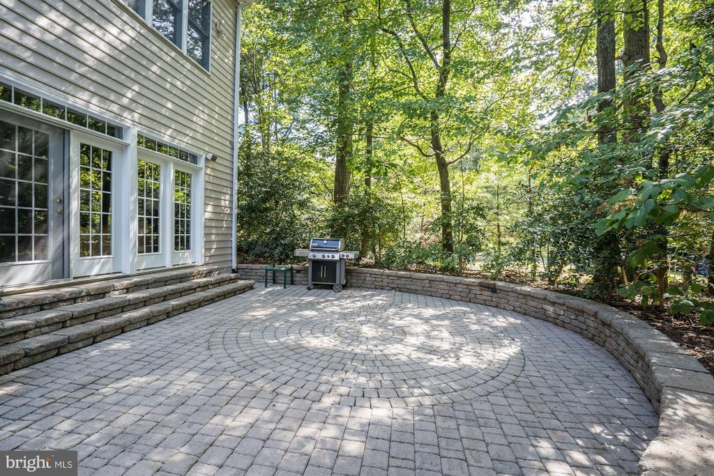 Patio Perfect For Outdoor Entertaining - 12184 HICKORY KNOLL PL, FAIRFAX