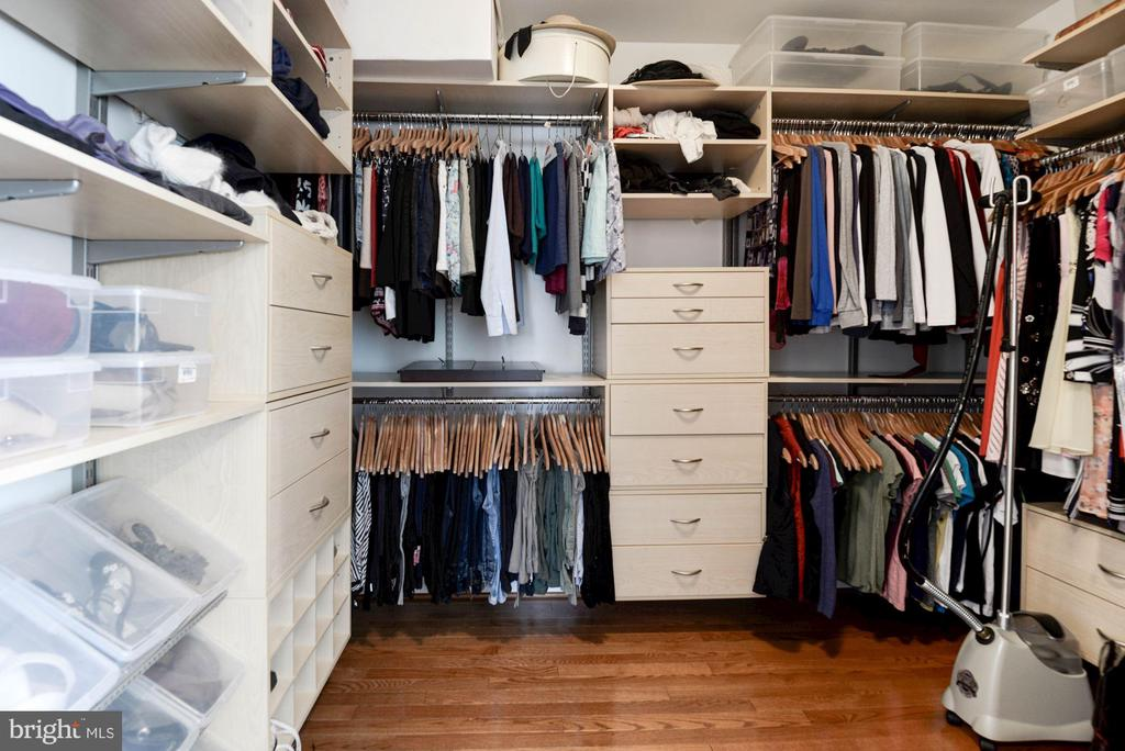 Custom organizers in Closets - 1340 DASHER LN, RESTON