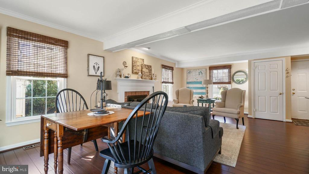 Living room and dining area - 13 MEADOWGATE CIR, GAITHERSBURG