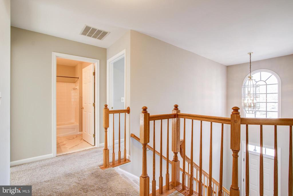 2 Story Foyer - 5637 ASSATEAGUE PL, MANASSAS