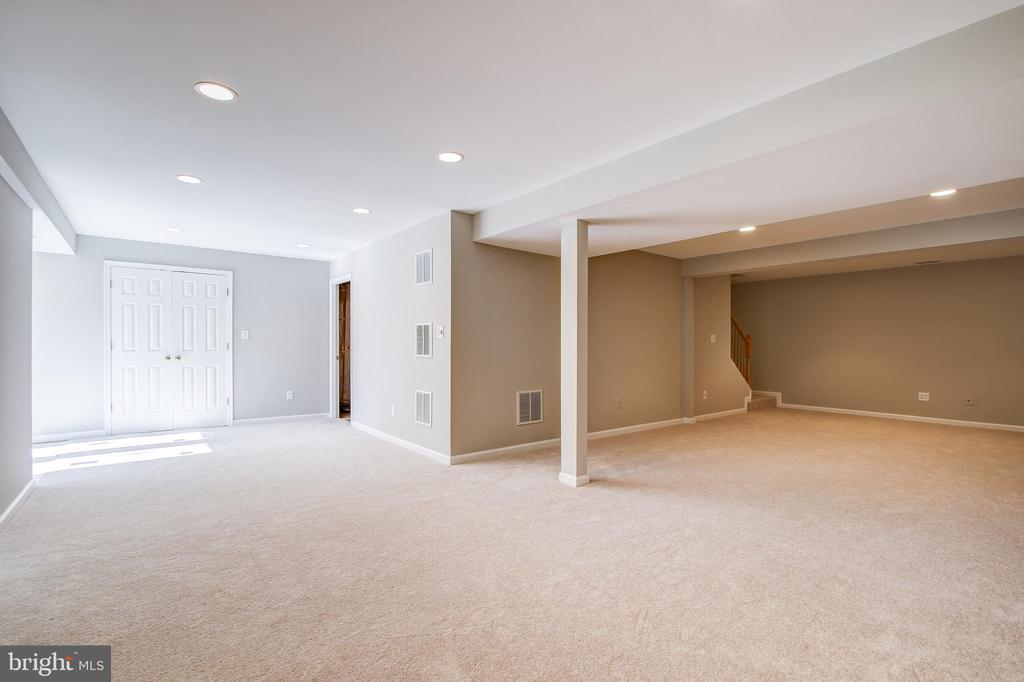 Rec Room - 5637 ASSATEAGUE PL, MANASSAS