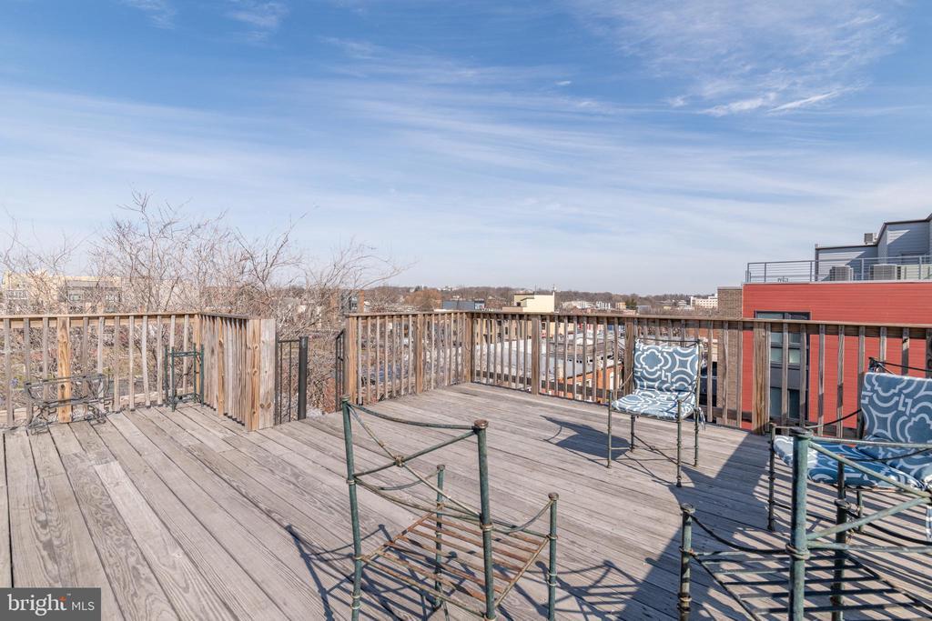 Community Rooftop Deck - 725 HOBART PL NW, WASHINGTON