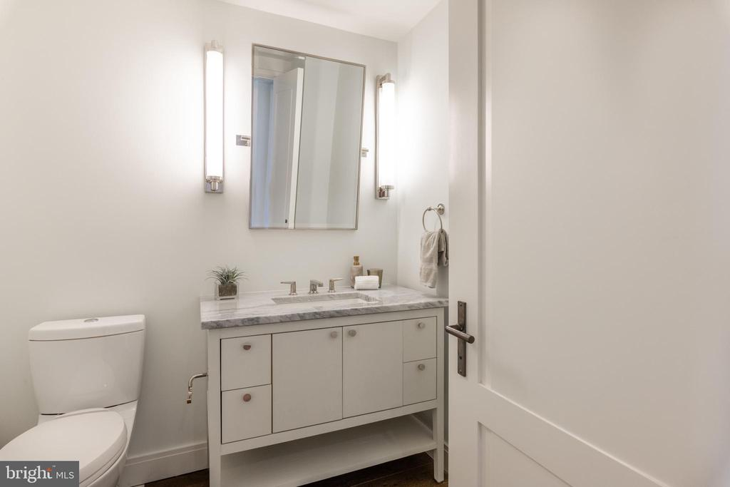 Powder Room - 2660 CONNECTICUT AVE NW #5C, WASHINGTON
