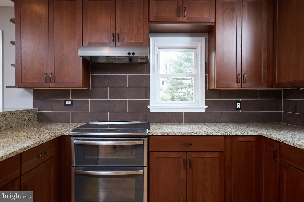 Double oven - 11006 HARRIET LN, KENSINGTON