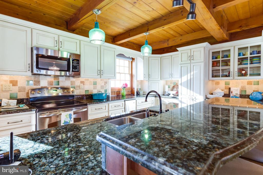 Beautiful Granite Counters - 15798 LANCASTER FARM RD, NEWBURG