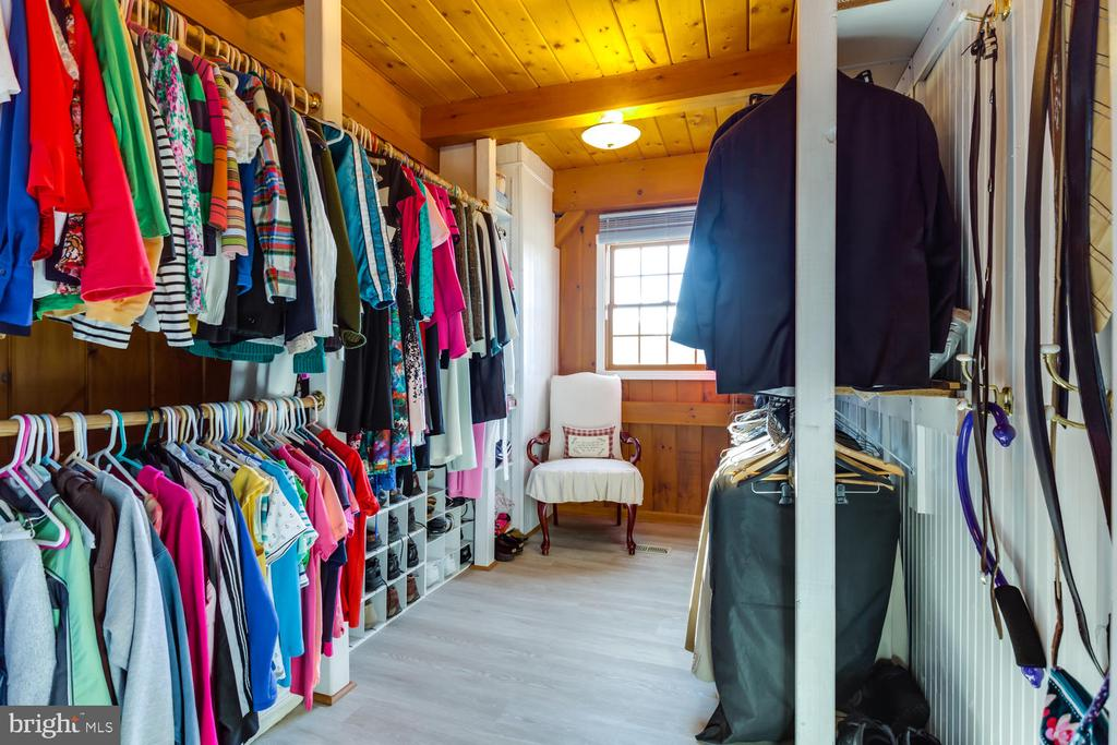 Huge walk-in closet with plenty of light! - 15798 LANCASTER FARM RD, NEWBURG