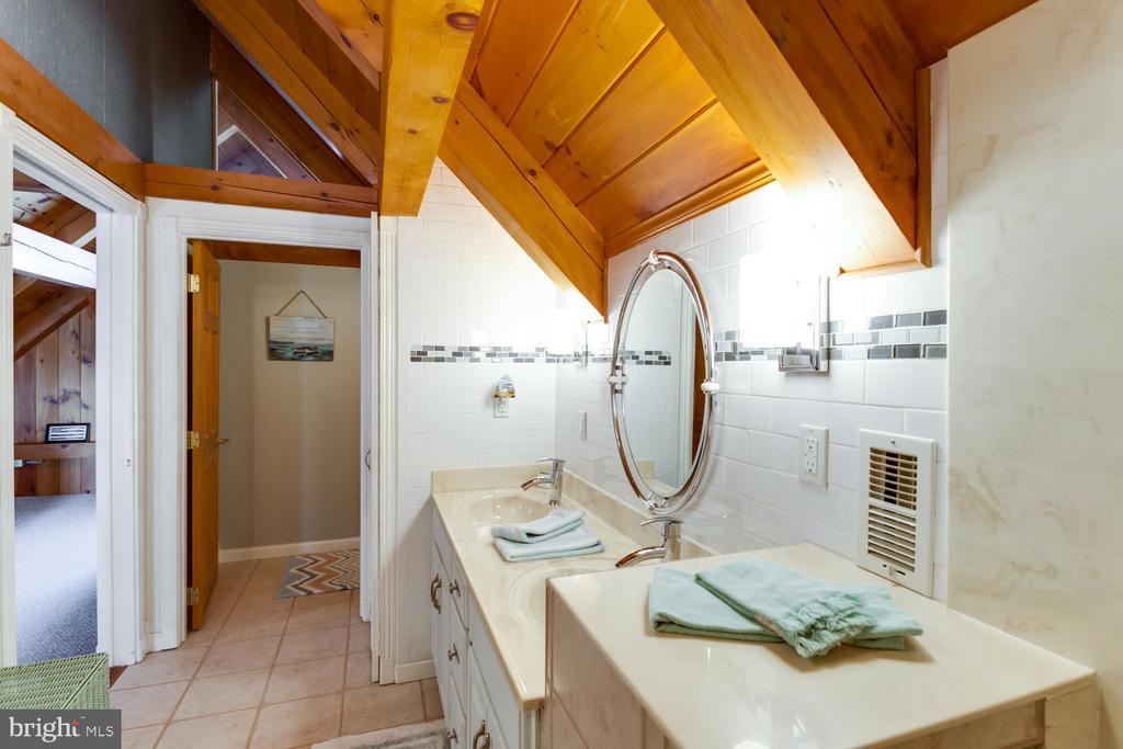 Second Floor Full Bath - 15798 LANCASTER FARM RD, NEWBURG