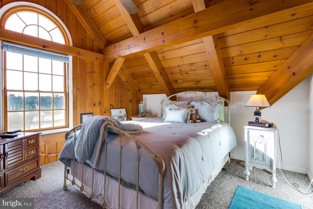 Nice size bedrooms - 15798 LANCASTER FARM RD, NEWBURG