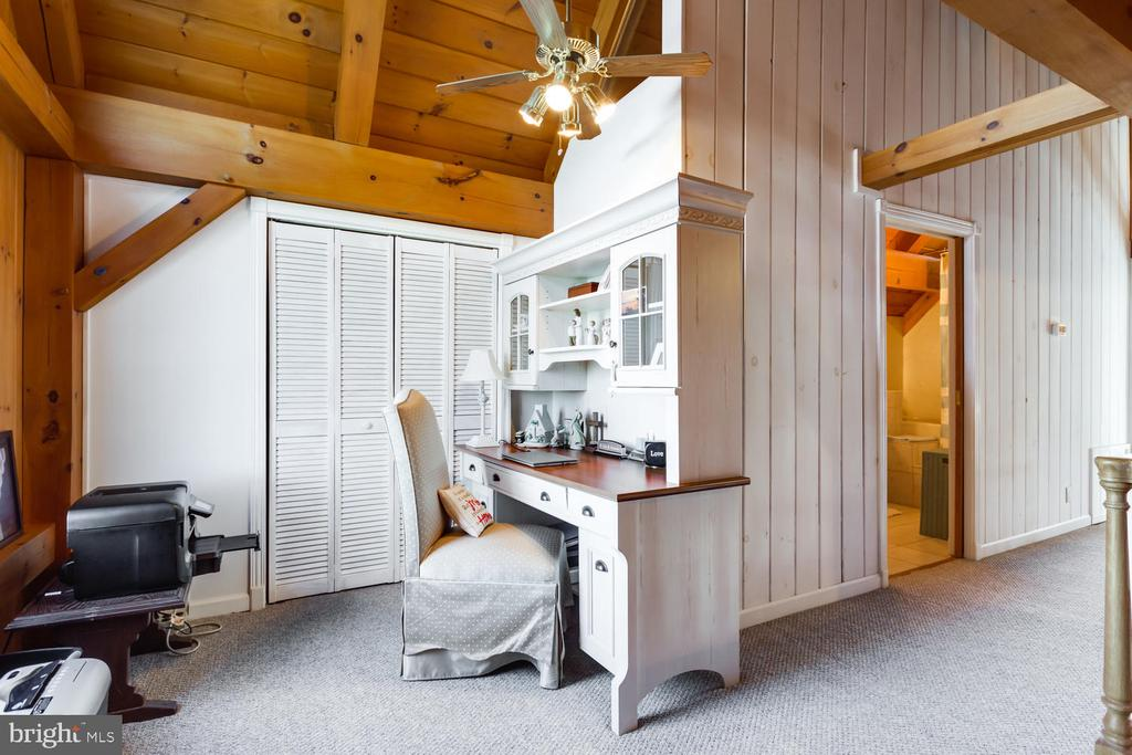 Office Nook in Loft Area on second floor w/closet - 15798 LANCASTER FARM RD, NEWBURG
