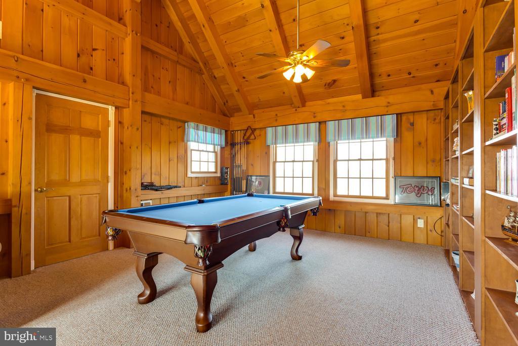 Pool Table conveys - 15798 LANCASTER FARM RD, NEWBURG