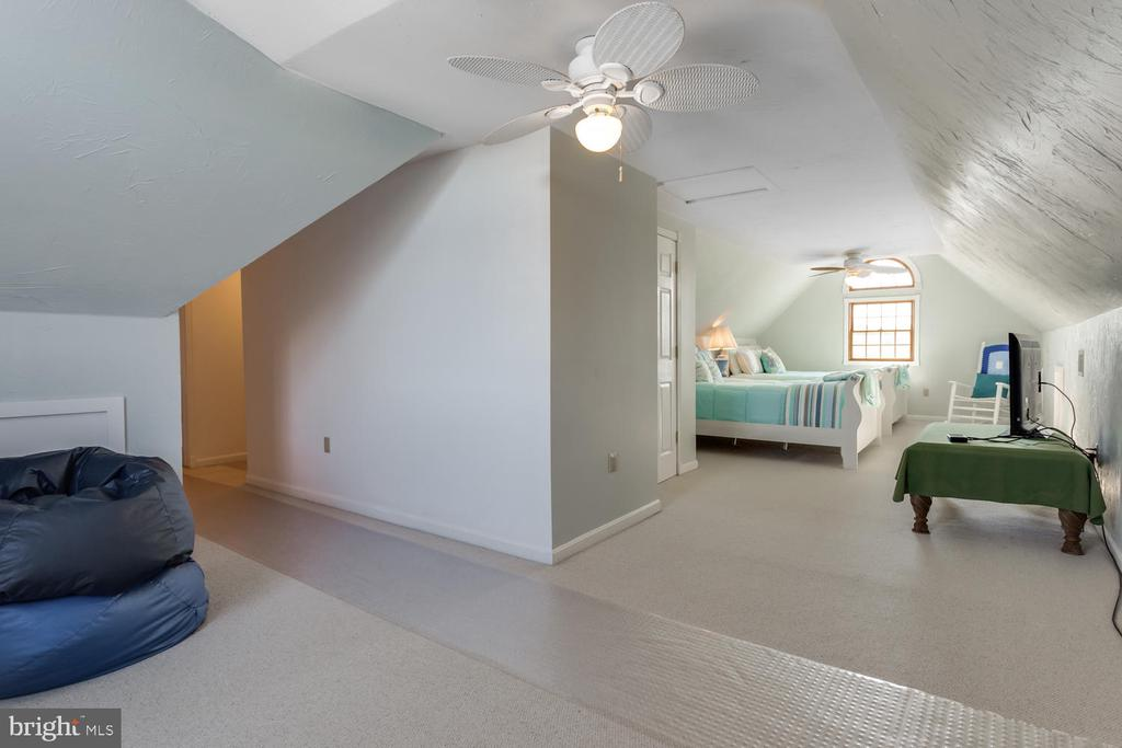 Huge 4th bedroom with a large walk-in closet - 15798 LANCASTER FARM RD, NEWBURG