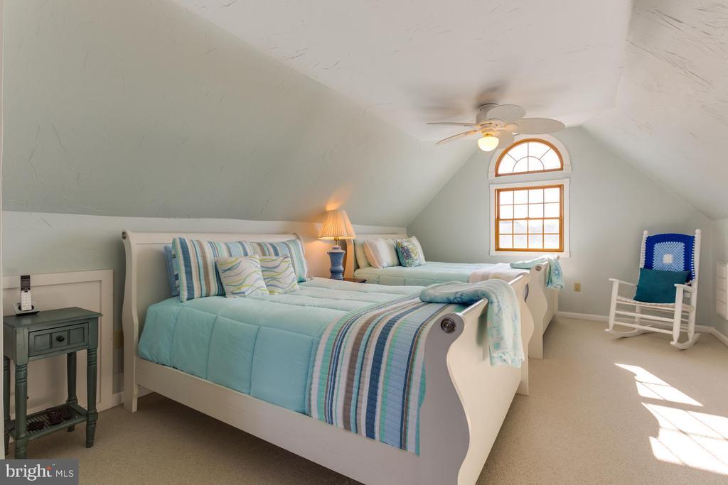 Plenty of space for your guest - 15798 LANCASTER FARM RD, NEWBURG