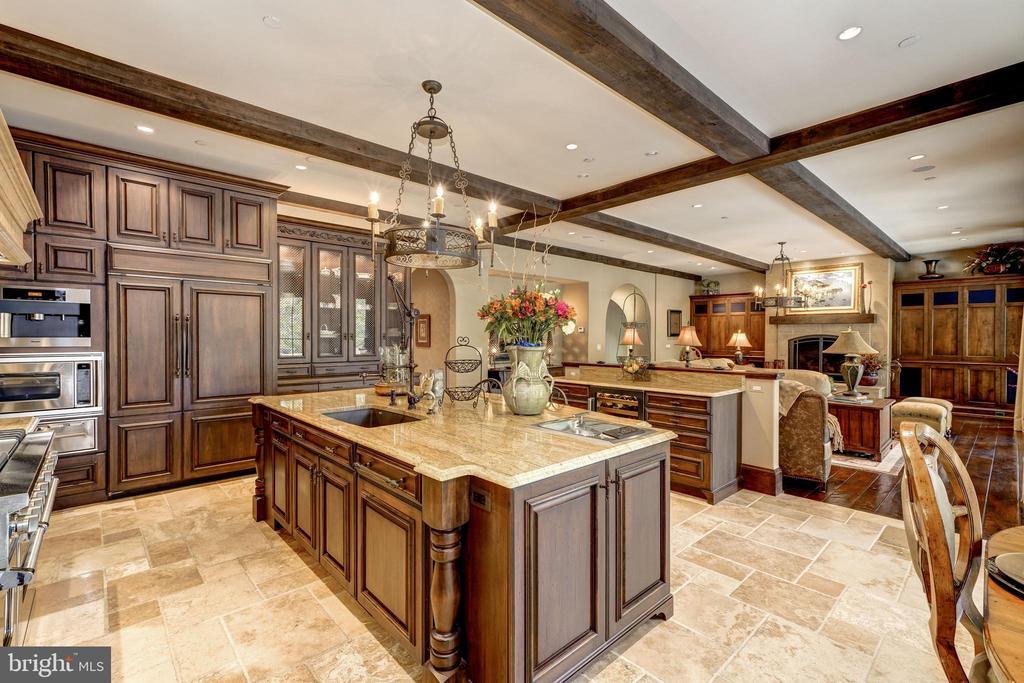 Kitchen - 8001 OVERHILL RD, BETHESDA