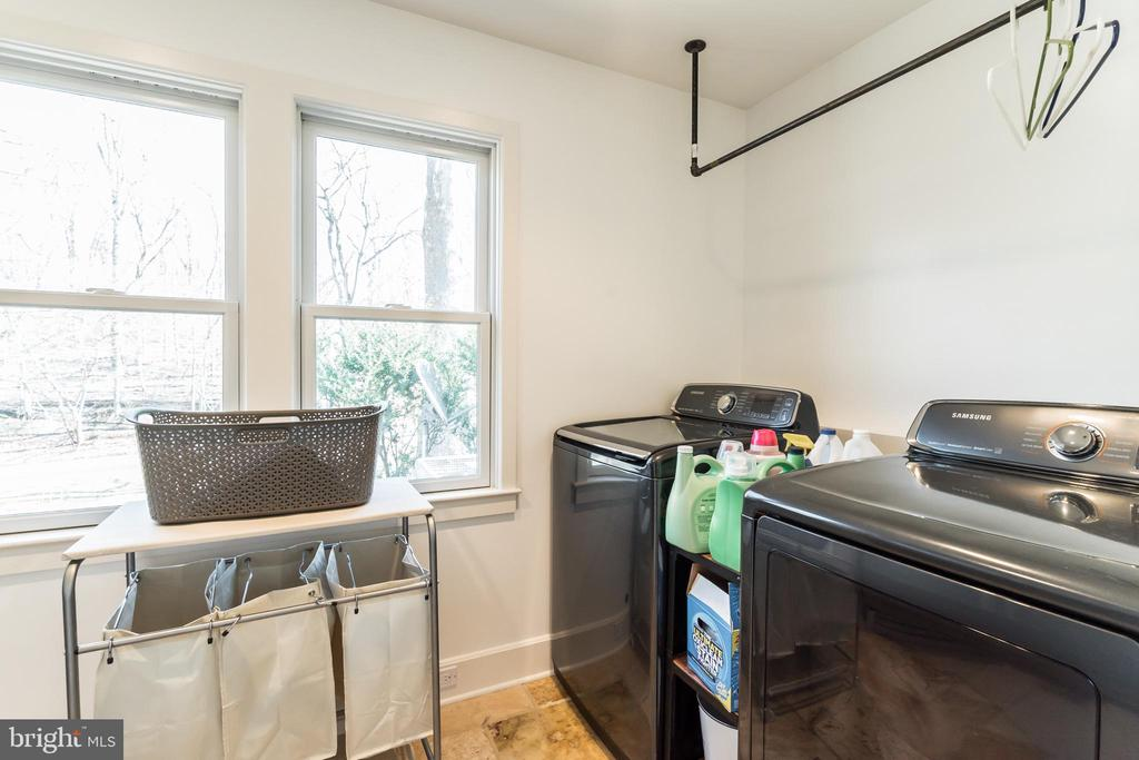 Spacious Laundry Room off of Mud Room - 23057 KIRK BRANCH RD, MIDDLEBURG