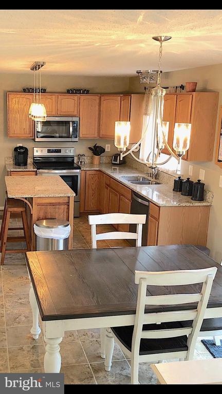 Spacious Updated Kitchen-Granite, SS, Tile, Island - 6831 BUCK LN, FREDERICKSBURG