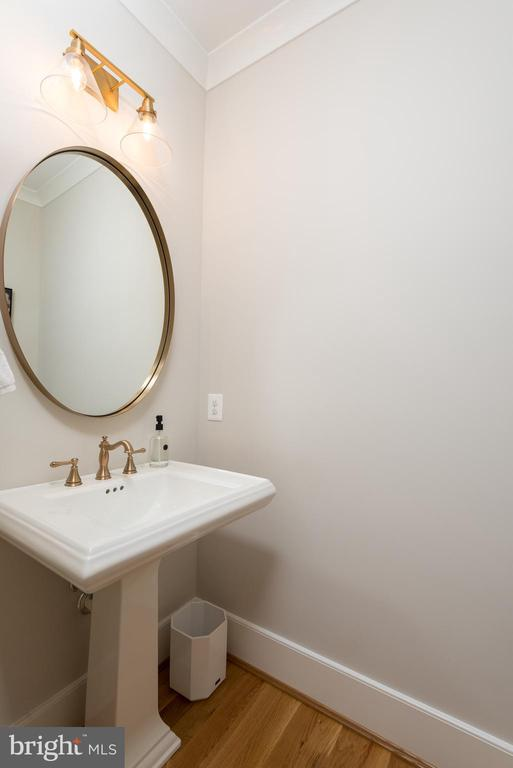 main level half bath - 5204 SARATOGA AVE, CHEVY CHASE