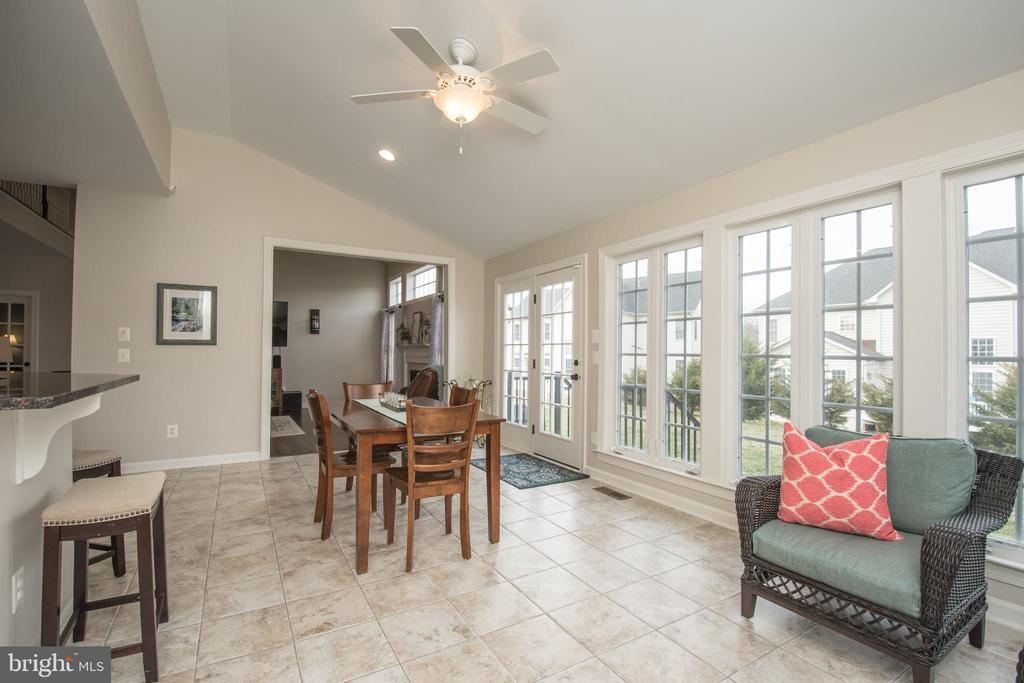Cozy up and escape to this fantastic Sunroom - 43168 HASBROUCK LN, LEESBURG