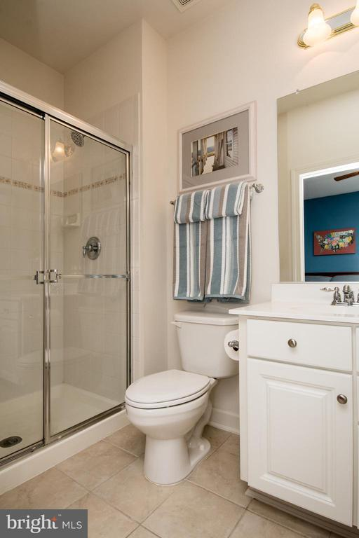 Private Bath off Bedroom 3 - 43168 HASBROUCK LN, LEESBURG