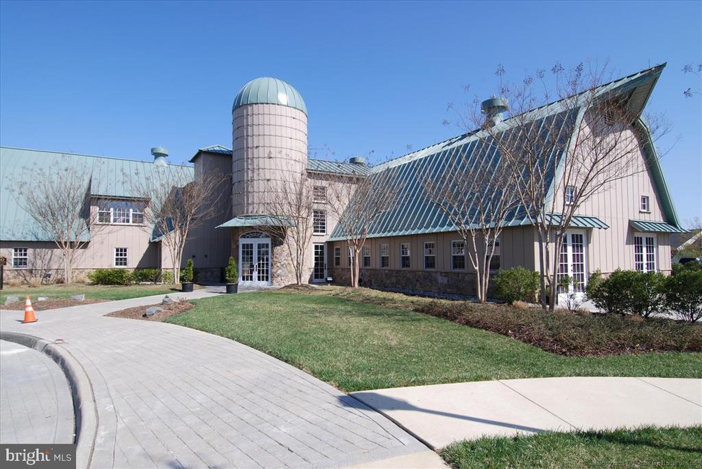Potomac Club complex - 43168 HASBROUCK LN, LEESBURG
