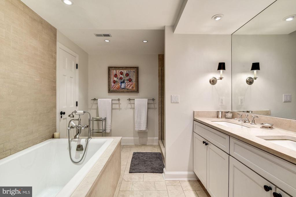 Master Bathroom - 4 THOMPSON CIR NW, WASHINGTON